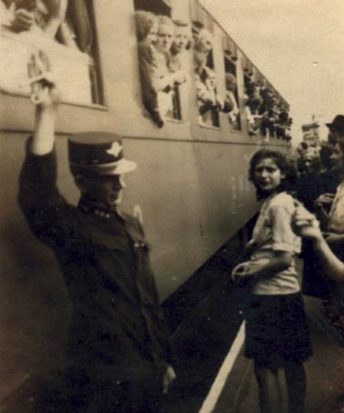 Abfahrt eines Transports mit Zwangsarbeiterinnen, České Budějovice (Budweis), 2. Juni 1942. © Deutsch-Tschechischer Zukunftsfonds