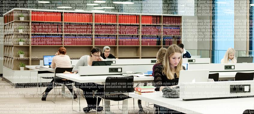 Zeitschriftenregal und Computer-Arbeitsplätze. © Universität Wien / Barbara Mair