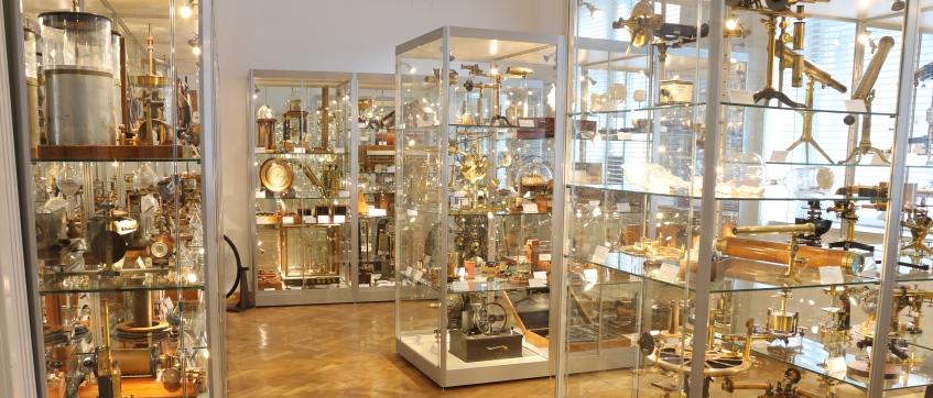 Historische Sammlung der Fakultät für Physik - Schauvitrinen