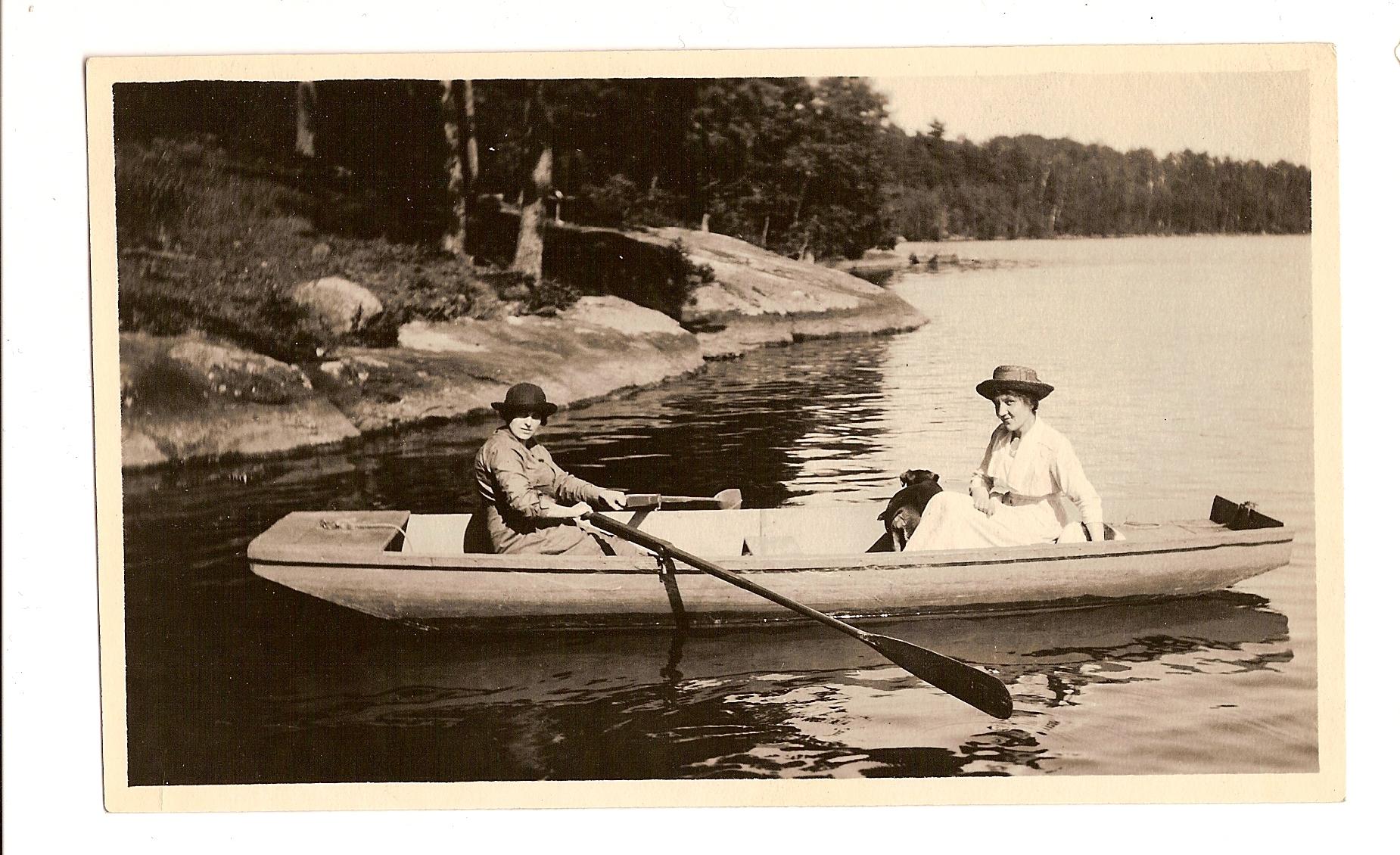 Damen im Boot.jpg