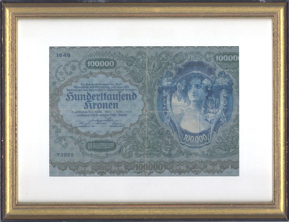 Gerahmter Geldschein mit autobiografischen Notizen aus dem Nachlass von Karolina Weiss