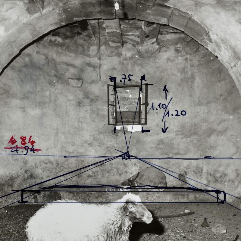 Fotographie des Inneren der Basilika des Klosters Ad-Dayr mit photogrammetrischen Messungen von Marcell Restle