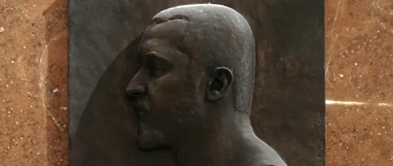 Ausschnitt aus der Gedenktafel für Oskar Baumann von Theodor Charlemont