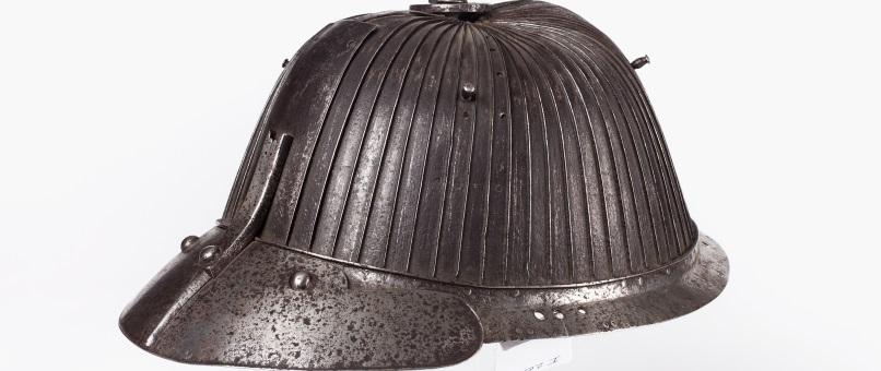 Helm unbekannter Herkunft